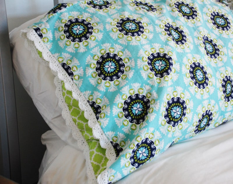Crochet Lace Edge: Pillowcase with crochet edging