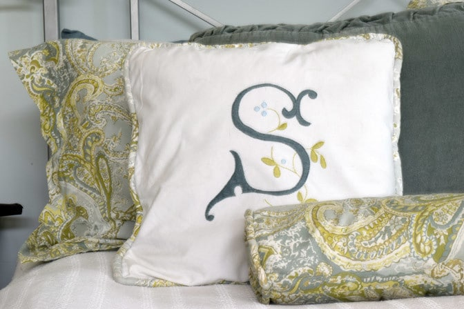 Use basic sewing embroidery skills to make these hand-embroidered monogram pillows. Perfect for gifting or for your own bedroom.