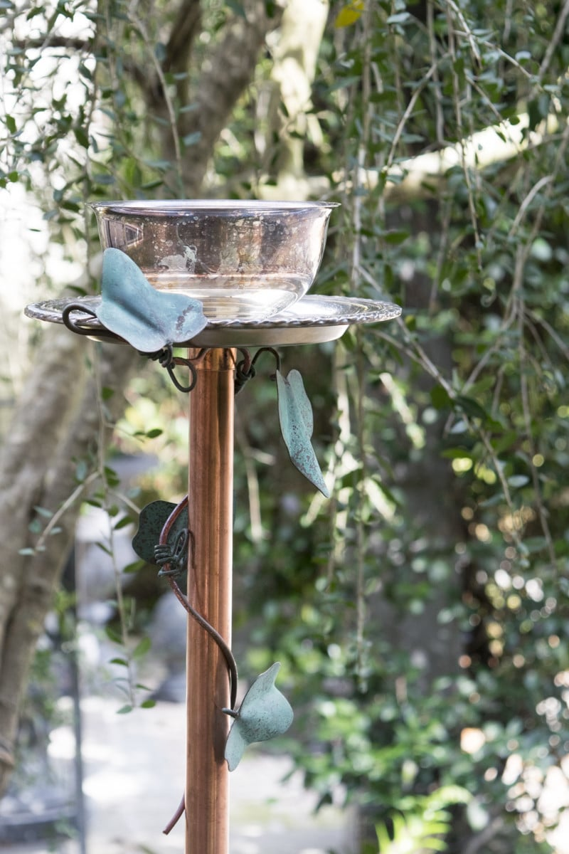 Illustrated instructions to make a fanciful DIY bird feeder. Perfect for gifts or for your garden.