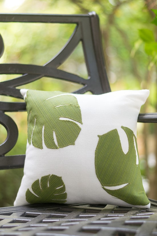 Love these pillows! Use a Cricut to cut the tropical leaf shapes and then just sew them on a white pillow cover. Use outdoor fabric for spring and summer porch decor or regular fabric for your home decor. #cricutmade @officialcricut (sponsored by Cricut)