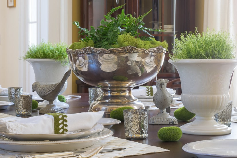 Spring Table Decor: Spring centerpiece, moss-filled urns and moss napkin ring